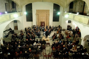A religious concert in the synagogue