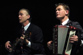 """Jan Farslev i Kai Bredholt w spektaklu """"Itsi Bitsi"""" w ramach XIV sesji ISTY."""