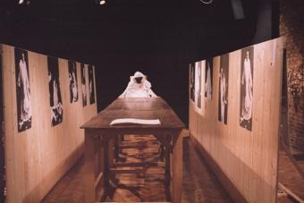 """Wystawa """"Zbigniew Cynkutis"""" autorstwa Jerzego Gurawskiego, luty 1998"""