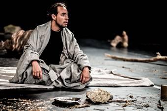 """""""The Prisoner"""", spektakl Teatru Bouffes du Nord w reżyserii Petera Brooka i Mari"""