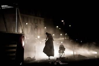 """""""Sceny ulicy"""". Festiwal teatru ulicznego; """"Silence"""", spektakl Teatru Biuro P"""