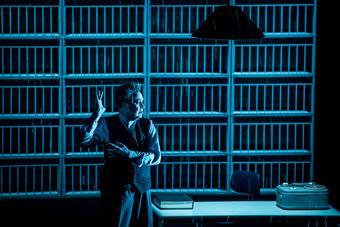 """Ostatnia taśma Krappa"", spektakl Roberta Wilsona i Change Performing Arts;"