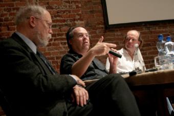 Marvin Carlson, Jon McKenzie i Alan Read w czasie konferencji