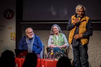 """""""Pięć kontynentów teatru"""", spotkanie, od lewej: Nicola Savarese, Julia Varle"""