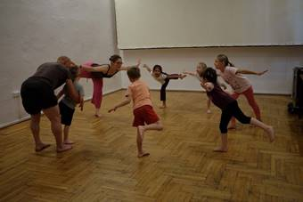 """""""Warsztaty indyjskiej sztuki walki kalaripajatu dla dzieci""""; 27–28 maja 2017. Fo"""
