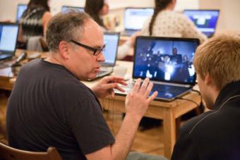 Jon McKenzie w czasie letnich seminariów Otwartego Uniwersytetu Poszukiwań