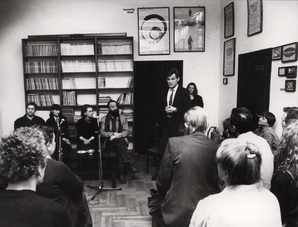 Od lewej: aktorzy Szkoły Sztuki Dramatycznej z Moskwy, Katarzyna Osińska, Anatol