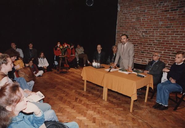 Od lewej: Jacek Dobrowolski (tłumacz), Eugenio Barba, Janusz Degler, Józef Keler