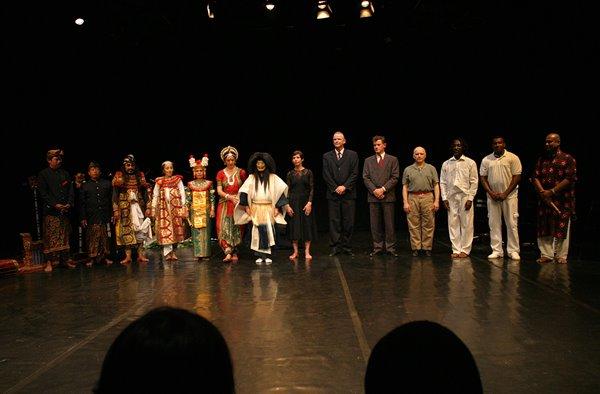 Od lewej: Pura Desa Ensemble, Ileana Citaristi, Akira Matsui, Iben Nagel Rasmuss