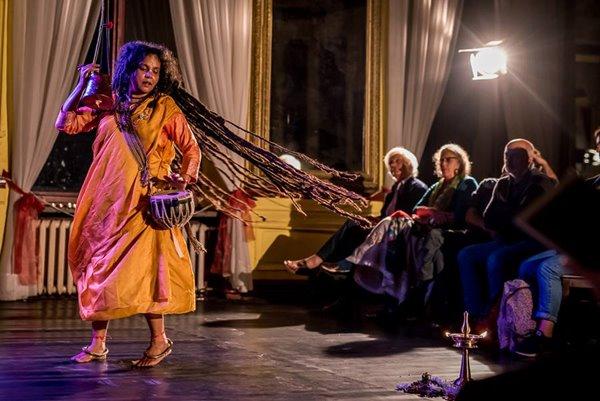 Uwielbienie. Achin Pakhi – nieznany ptak, koncert Parvathy Baul w ramach Olimpia