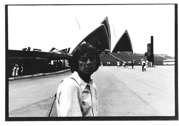 Ryszard Cieślak przed operą w Sydney