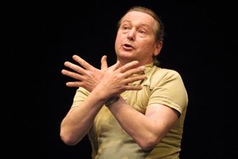 Tage Larsen w trakcie improwizowanego pokazu w ramach XIV sesji ISTY. Wrocław,