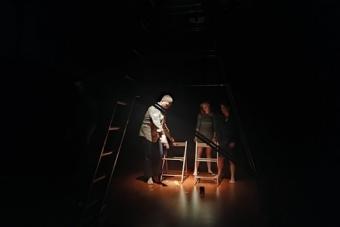 """""""Po drugiej stronie/Przejście"""", pokaz pracy Fundacji Jubilo; 17 grudnia 2020. Fo"""