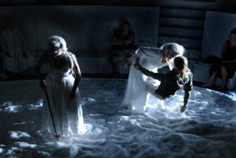 "Scena ze spektaklu ""Sen Andersena"" prezentowanego w ramach XIV sesji ISTA we Wro"