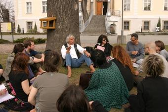 Spotkanie Eugenia Barby z reżyserami teatralnymi w czasie XIV sesji ISTA w Krzyż