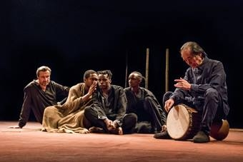"""""""Pole bitwy"""", spektakl Petera Brooka i Marie-Hélène Estienne i Teatr Bouffes"""