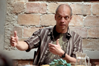 Jairo Cuesta w czasie spotkania poświęconego pamięci Ryszarda Cieślaka