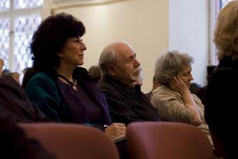 Marianne Ahrne, Ludwik Flaszen i Jana Pilátová w czasie konferencji