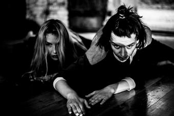 """""""Contradictions"""", warsztaty teatru fizycznego prowadzone przez Mateja Matejkę; 2"""