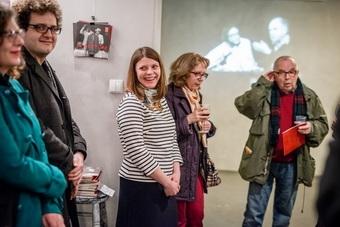 """Wystawa """"Peter Brook we Wrocławiu"""", od lewej: Tobiasz Papuczys, Monika Blige,"""