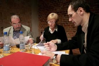 Janusz Degler, Dobrochna Ratajczakowa i Grzegorz Ziółkowskie w czasie spotkania
