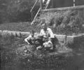 Marian Grotowski z synami w Rymanowie, lata 30.